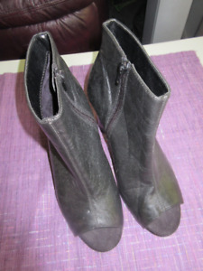 Ladies Leather Open Toe Aerosole Boots Size 8.5