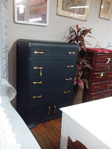 VINTAGE PAINTED VANITY DESK DRESSER table chairs London Ontario image 5