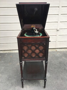 Edison Model A100 Phonograph and Diamond Disc Records