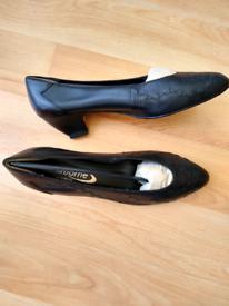 Ladies' / Women's Black Court Shoes - size 7