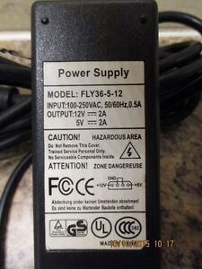 IDE Drive power supply adaptor, Output: 5Vdc/12Vdc. West Island Greater Montréal image 2