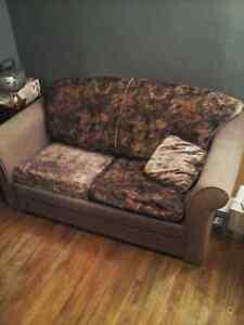 Divan  lit  avec le fauteuil