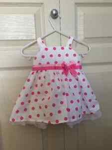 0-3 month Girls dress, including bloomers and sun hat