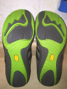 Youth Merrell Vibram Trail Shoes Size 6 London Ontario image 7