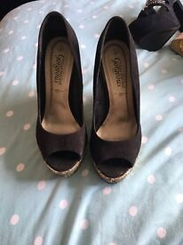 New look black and gold glitter wedges size 5