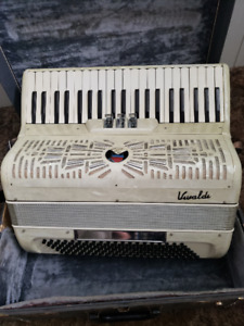 Piano Accordion 120 BASS For Sale 350$