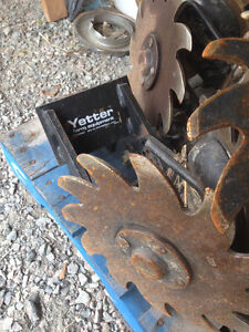 Yetter trash celarers to suit Case 1240 Planter
