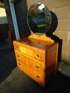 VINTAGE LIGHT WOOD WATERFALL DRESSER WITH ROUND MIRROR