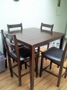 Dining Room table with 4 barstool style chairs