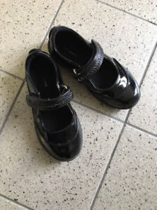 Little girls black patent dress shoes in size 10M - like new!