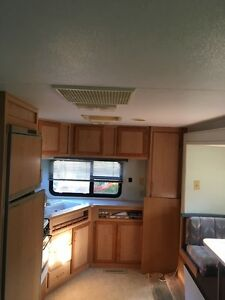 1993 5th Wheel RV Trailer w/slide out room