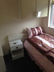 SINGLE ROOM £50 A WEEK NO DSS NO DEPOSIT NO FEES ALL BILLS INC EUROPEAN FRIENDLY