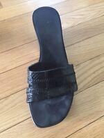 Black size 8.5 slide wedges