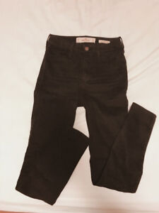 HOLLISTER - Skinny Jeans - ONLY $10