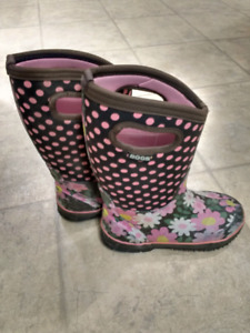 Girls boggs size 4