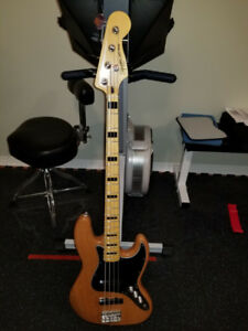 Squire Jazz Bass with Traynor Mini Bass Amp