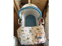 Dragon Moses basket (White Wicker) and stand
