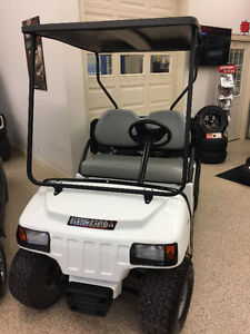 2014 CLUB CAR Carryall 100 GAS POWERED - EFI - UTILITY