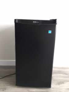 black Danby refrigerator for sell!!!!!