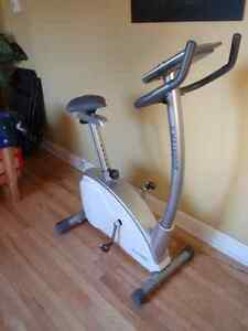 Vélo d'entrainement Everbright Care Booster II Upright Cycle