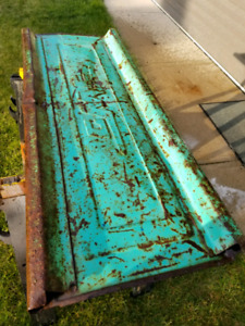 I am looking for old rusty tailgates?