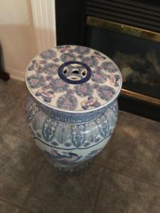 Super large size Chinese floor vase and porcelain stool