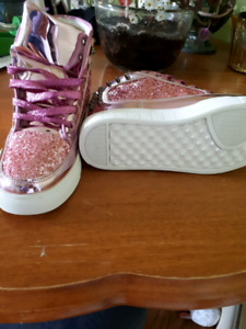 Girls youth size 5 metallic shoes