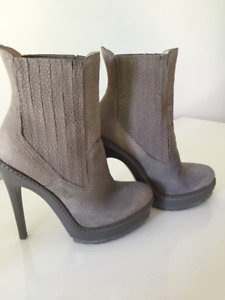 BCBG - ANKLE GRAY LEATHER BOOTS - WORN ONCE