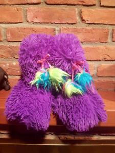 Fuzzy House shoe 7-8