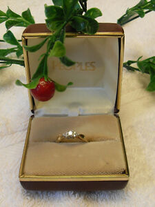 Vintage Design - 14kt Yellow Gold Diamond Engagement Ring.