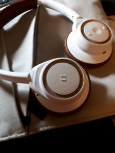 Plantronic bluetooth headphone