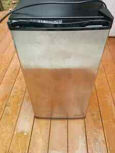 Vinotemp Mini bar fridge *still available*