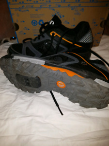 NEW PEARL IZUMI CYCLING SHOES SIZE 44 EURO (10 US)