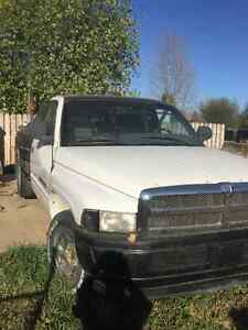 Reduced 1996 Dodge Ram 1500, project parts or repair.