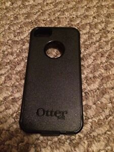 Black IPhone 5s with Telus/ otter box / mophie