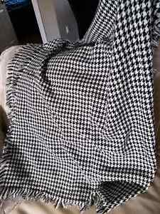 Large hounds tooth blanket scarf