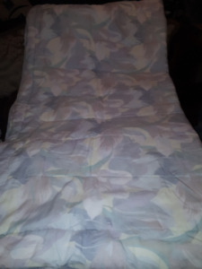 "Comforter 84"" x 74""  good used Condition"