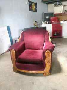 Couch and chair for sale. Good condition  Cornwall Ontario image 2