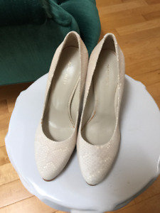 Nine West Off-white Almond Toe Python Pattern Leather Pumps