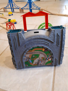 Train carrying case and play set