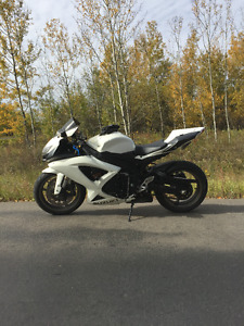 2009 GSXR 600 - SPECIAL EDITION WHITE
