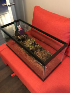 20 Gallon Long Aquarium with Black Metal Stand