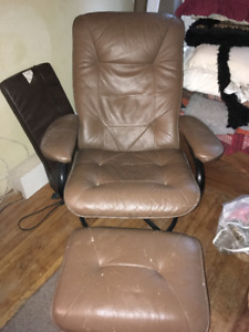 Fauteuil inclinable en peluche marron / Brown Plush Recliner