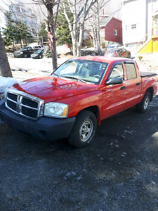 2005 Dakota V8 Crew Cab - Offers welcome