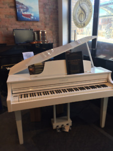 FLOOR MODEL YAMAHA DIGITAL GRAND PIANO CLP-665WH