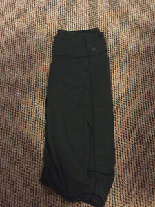 Black Lululemon Capri Bottoms