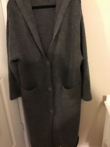 Long hooded sweater size L excellent shape