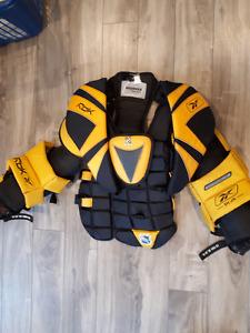 Reebok youth XL goalie chest protector & 3.5 Graf goalie skates