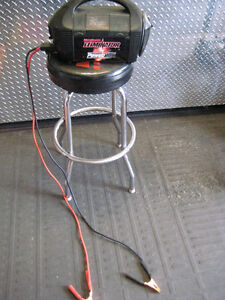 motomaster eliminator power box with invertor and booster cables Kingston Kingston Area image 2