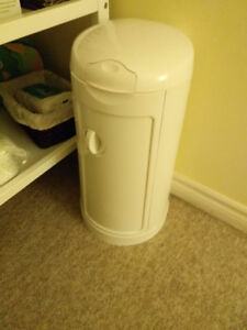 Arm and Hammer diaper pails munchkin